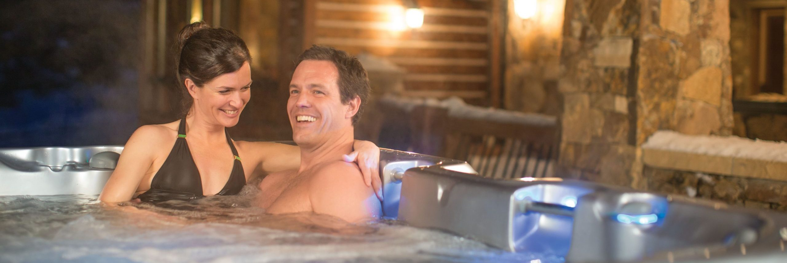 7 Ideas for the Ultimate Hot Tub Date Night